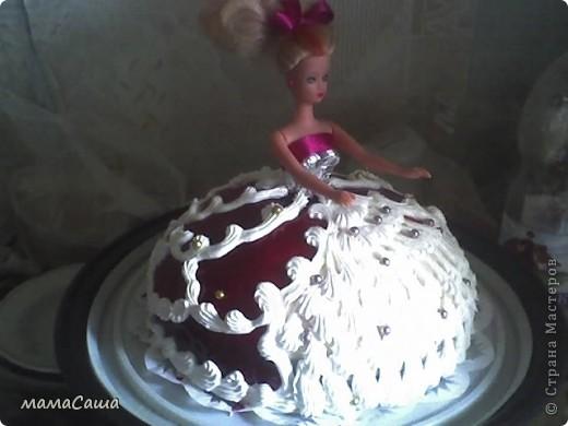 Тортик на юбилей - бисквит с безейной прослойкой, украшен белковым кремом и фигурками из айсинга. фото 16