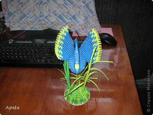 Этот журавлик больше похож на синюю птицу удачи, но делать его серым рука не поднялась! фото 3