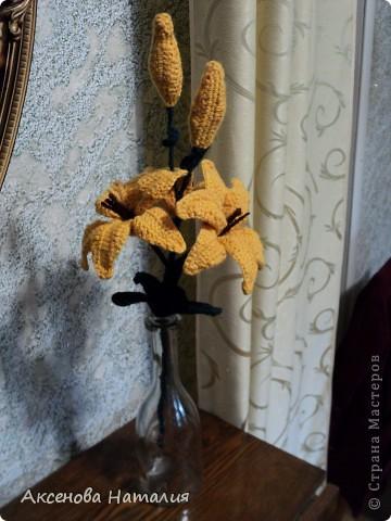 Вязаные лилии фото 6