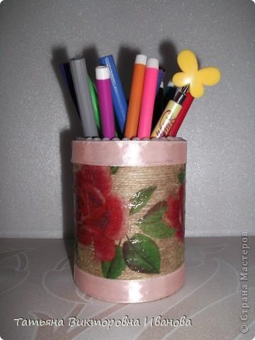 Здравствуйте мастера и мастерицы СМ! Очень мне понравилось делать карандашницы для моей доченьки. Сколько бы я не делала, все её принадлежности не размещаются. Как оказалось, фломастерам не хватило места. Вот и решила я дополнить недостающую часть. фото 2