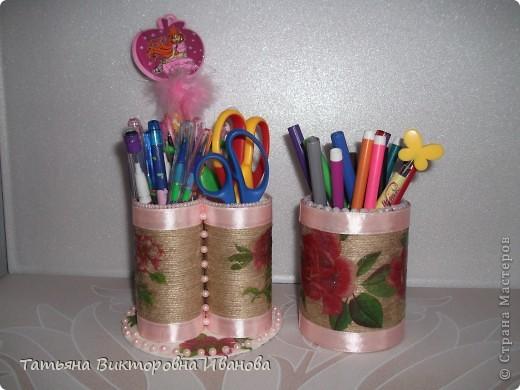 Здравствуйте мастера и мастерицы СМ! Очень мне понравилось делать карандашницы для моей доченьки. Сколько бы я не делала, все её принадлежности не размещаются. Как оказалось, фломастерам не хватило места. Вот и решила я дополнить недостающую часть. фото 4