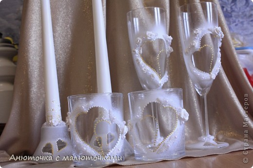 Здравствуйте! Нужен коллективный разум :) Делаю наборчик сестре на свадьбу. В перспективе обещают быть бутылки, бокалы, стаканчики и свечки (сундучок, подушечка для колец и корзинки для лепестков не в счёт) фото 2
