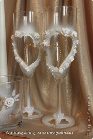 Здравствуйте! Нужен коллективный разум :) Делаю наборчик сестре на свадьбу. В перспективе обещают быть бутылки, бокалы, стаканчики и свечки (сундучок, подушечка для колец и корзинки для лепестков не в счёт) фото 1