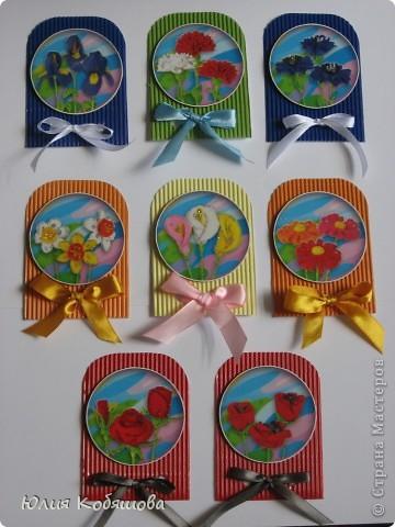 Новая серия карточек АТС. В основе гофрированный картон, картинки  с цветами приклеены на объемный скотч, украшены ленточками и гелем с блестками. фото 1