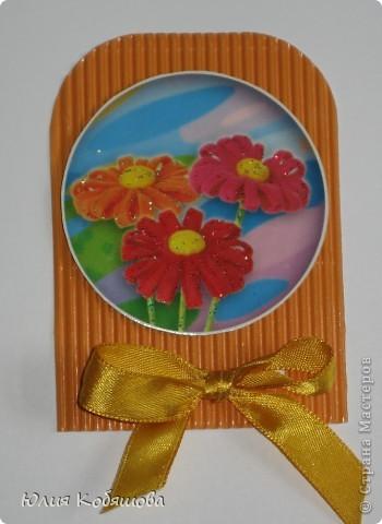 Новая серия карточек АТС. В основе гофрированный картон, картинки  с цветами приклеены на объемный скотч, украшены ленточками и гелем с блестками. фото 4