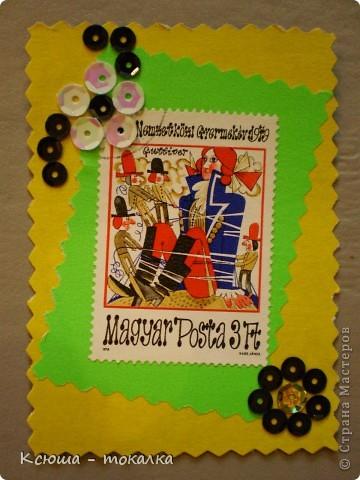 Очень нравятся вот эти марки со сказками. Правда, не все сказки смогла идентифицировать:))) Этим маркам более 30 лет, их когда - то собирал мой отец:) Украшены цветочками из пайеток. фото 3