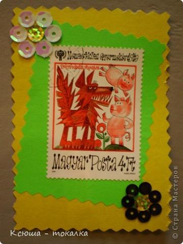 Очень нравятся вот эти марки со сказками. Правда, не все сказки смогла идентифицировать:))) Этим маркам более 30 лет, их когда - то собирал мой отец:) Украшены цветочками из пайеток. фото 8