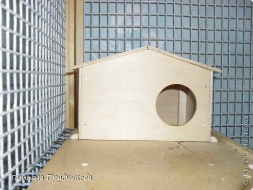 Так выглядит разборный, многоэтажный дом для двух декоративных крысок. Размер 0,7м * 0,7м * 1м. Несколько дверок открываются и сбоку, и сверху.  фото 6