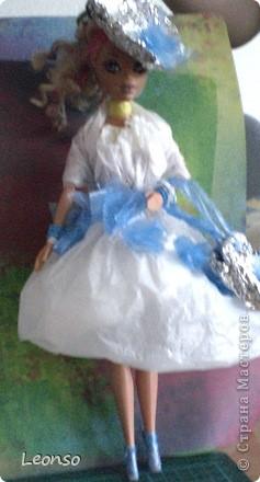 Моя дочь в школе участвовала в проекте.Нужно было одеть куклу в одежду из отходов Вот так она одела свою куколку фото 9
