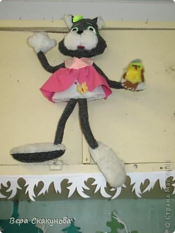 Кошечка с птичкой фото 1