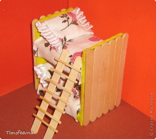 Здравствуйте, дорогие гости моего блога! Покажу небольшой фото-МК как можно сделать двухъярусную кроватку небольшим игрушкам- куколкам или пупсикам. фото 1