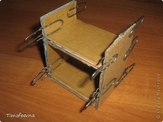 Здравствуйте, дорогие гости моего блога! Покажу небольшой фото-МК как можно сделать двухъярусную кроватку небольшим игрушкам- куколкам или пупсикам. фото 16