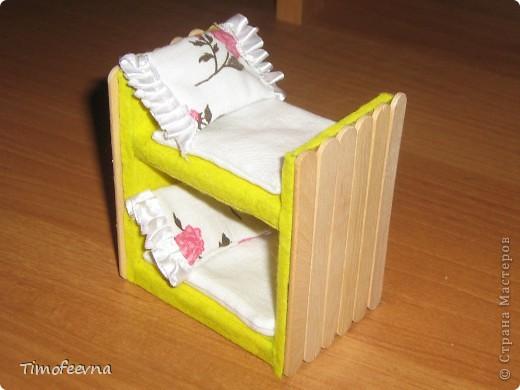 Здравствуйте, дорогие гости моего блога! Покажу небольшой фото-МК как можно сделать двухъярусную кроватку небольшим игрушкам- куколкам или пупсикам. фото 33