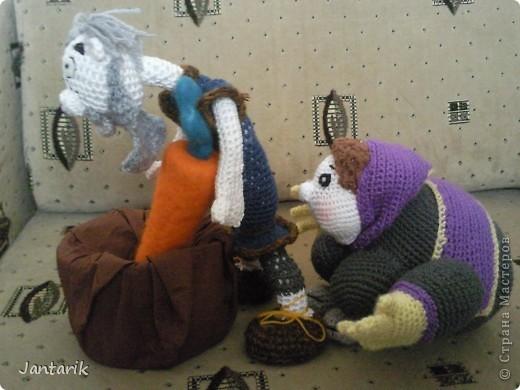 """Наверно вы все знаете старую добрую сказку """"Репка"""". В Израиле существует ремейк этой сказки,даже 2: """"Элиэзэр и морковка"""" и """"Дед и рыбка"""". Сюжет сказки тот же,только все тянут потянут,то морковь,то рыбку. Я остановилась на варианте про морковь. Итак """" Дед Элиэзэр и морковка"""". А вот и главные действующие герои сказки. фото 4"""