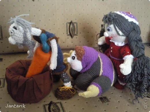 """Наверно вы все знаете старую добрую сказку """"Репка"""". В Израиле существует ремейк этой сказки,даже 2: """"Элиэзэр и морковка"""" и """"Дед и рыбка"""". Сюжет сказки тот же,только все тянут потянут,то морковь,то рыбку. Я остановилась на варианте про морковь. Итак """" Дед Элиэзэр и морковка"""". А вот и главные действующие герои сказки. фото 5"""