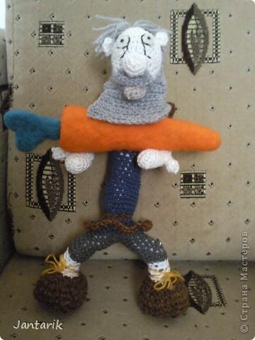 """Наверно вы все знаете старую добрую сказку """"Репка"""". В Израиле существует ремейк этой сказки,даже 2: """"Элиэзэр и морковка"""" и """"Дед и рыбка"""". Сюжет сказки тот же,только все тянут потянут,то морковь,то рыбку. Я остановилась на варианте про морковь. Итак """" Дед Элиэзэр и морковка"""". А вот и главные действующие герои сказки. фото 11"""