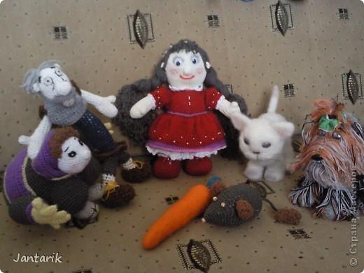 """Наверно вы все знаете старую добрую сказку """"Репка"""". В Израиле существует ремейк этой сказки,даже 2: """"Элиэзэр и морковка"""" и """"Дед и рыбка"""". Сюжет сказки тот же,только все тянут потянут,то морковь,то рыбку. Я остановилась на варианте про морковь. Итак """" Дед Элиэзэр и морковка"""". А вот и главные действующие герои сказки. фото 13"""