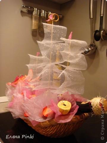 Добрый день!!!вчера знакомая попросила сделать подарок на годовщину свадьбы. Корабль делался поздно вечером второпях, да к тому же еще это был первый опыт...и как результат много минусов и недочетов.. фото 4