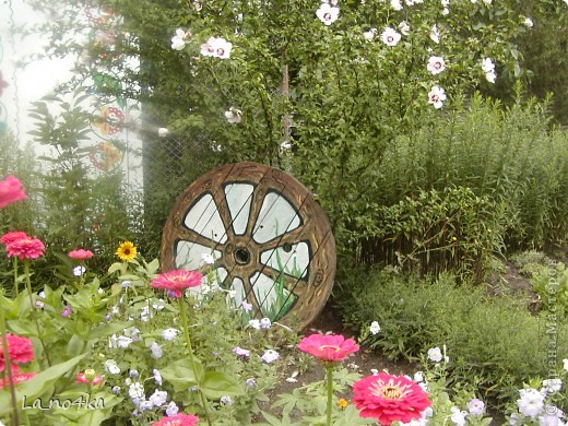 В г.Измаиле ( Одесской области ) часть цветника  Станции юннатов оформили с элементами стиля кантри фото 1
