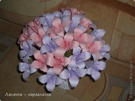 Было хорошее настроение и я решила сделать букет из лилий. Никак не могла остановиться (пока не закончились коктейльные трубочки зеленого цвета) и поэтому букет получился из 27 цветков. фото 2