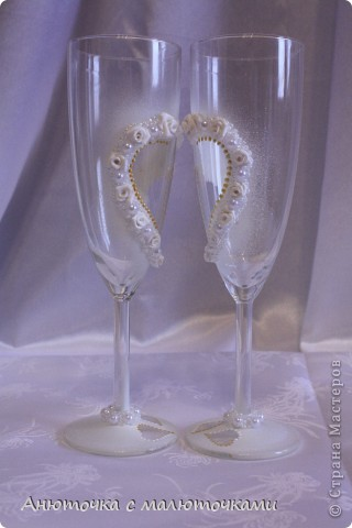 Здравствуйте! Нужен коллективный разум :) Делаю наборчик сестре на свадьбу. В перспективе обещают быть бутылки, бокалы, стаканчики и свечки (сундучок, подушечка для колец и корзинки для лепестков не в счёт) фото 14