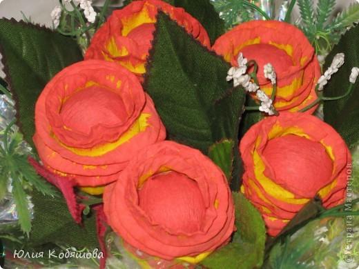 """Маленький букетик с конфетками """"Алёнка"""", делала для дочки, ей очень понравился, а конфеты из цветочков оказались на много вкуснее чем обычные. фото 2"""