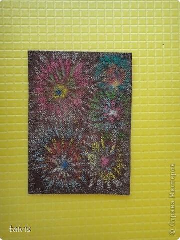 АТС .Цветные карандаши по наждачной бумаге. Чтобы карандаши не осыпались побрызгала лаком для волос. И вот такие картиночки вышли. фото 8