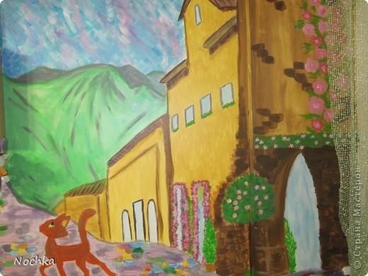 Работаю на севере, когда вокруг одни снега, всегда хочется немного солнца и ярких красок, особенно в комнате где живут молодые девушки. Рисовала на стене в общижитие, подарок для соседки по комнате. фото 8