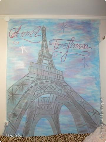 Вот такая картина появилась у нас в комнате. Моя лучшая подруга и по совместительству моя соседка по комнате в рабочем общежитии Анютка мечтает побывать во Франции, встретить утро в Париже! Я решила немного приблизить её мечту. Вот что получилось. фото 7