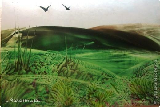 Энкаустика завораживает меня все больше и больше. Используя самые простые приемы энкаустики, попыталась показать родную бескрайнюю степь, пока еще зеленую.Очень скоро под палящим солнцем все оттенки зеленого  плавно перейдут в желтые тона.