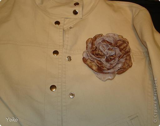 В доверщение темки про цветы из ткани встал вопрос: а как их крепить????? Покажу, как это делаю я. Итак нам понадобится: ножницы, нитка с иголкой, резиновая нитка - не знаю как точно называется, продается для бусиков и браслетов. фото 12