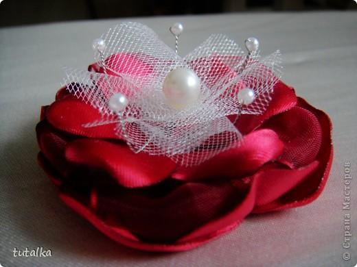 Этот цветочек можно на руку завязать, а можно и как брошь использовать;) фото 3
