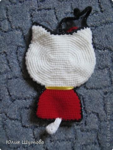 Увидела сумочку Китти у Ласточки и захотелось сделать нечто подобное.К сожалению с предложенной схемой не разобралась и пришлось ваять самостоятельно,слегка усовершенствовав. фото 5