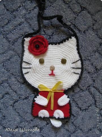 Увидела сумочку Китти у Ласточки и захотелось сделать нечто подобное.К сожалению с предложенной схемой не разобралась и пришлось ваять самостоятельно,слегка усовершенствовав. фото 6