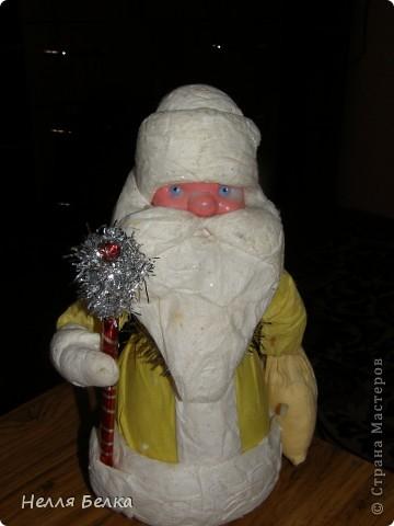 У нас дома я нашла старенького Деда Мороза, но рука не поднималась выбросить и я решила его обновить, что получилось судите сами) фото 2