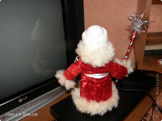 У нас дома я нашла старенького Деда Мороза, но рука не поднималась выбросить и я решила его обновить, что получилось судите сами) фото 5