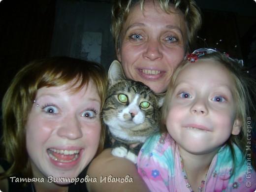 Жила-была в деревне кошка Лапка. В один прекрасный августовский день 2003 года она произвела на свет очень милого и красивого котёнка. По неволе судьбы котёнок переехал жить в город. Он попал в очень дружную и крепкую семью. Имя ему дали самое обыкновенное - Филька! фото 3