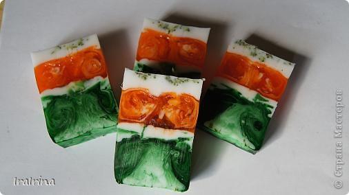 Решила сварить мыло, захотелось ярких сочных красок. Нравится не просто зеленый, а изумрудный цвет - это сочетание зеленого и синего красителей. Мыло с ЭМ сладкого апельсина и чайного дерева. фото 1