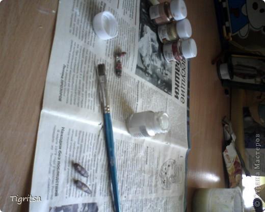Этот браслет делается очень легко, и никаких особенных материалов не понадобится. Берём журнальный лист (я брала глянцевый) и чертим на треугольники гелевой ручкой. фото 7