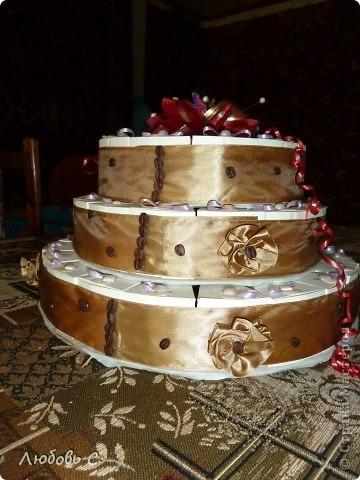 Вот такой торт был сделан на свадьбу для гостей. Торт состоит из 50 кусочков бонбоньерок, уложенных в форме торта.  фото 6