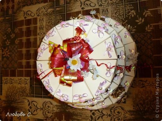 Вот такой торт был сделан на свадьбу для гостей. Торт состоит из 50 кусочков бонбоньерок, уложенных в форме торта.  фото 7