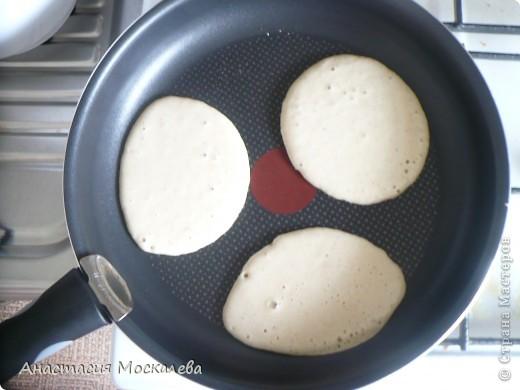 """""""Панкейки"""" - американские блинчики. тесто: 3 яйца 0,5 л. молока или сливок 2,5 ст. муки (просеянной) 6 ст. л. сахара 0,5 ч. л. соды 1 ч. л. корицы щепотка соли щепотка ванилина сливочное масло д/ жарки фото 7"""