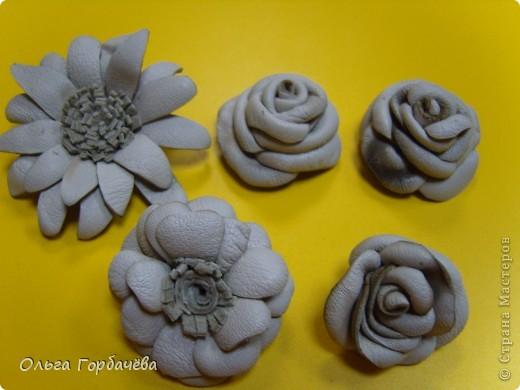 Смотрела М.К.Алонаты.Но я делала по-другому.Это пробные.Эти без лака и золота на розах.Покрашены гуашью.Экономя время домашнее,делала на работе,в отделе. фото 2
