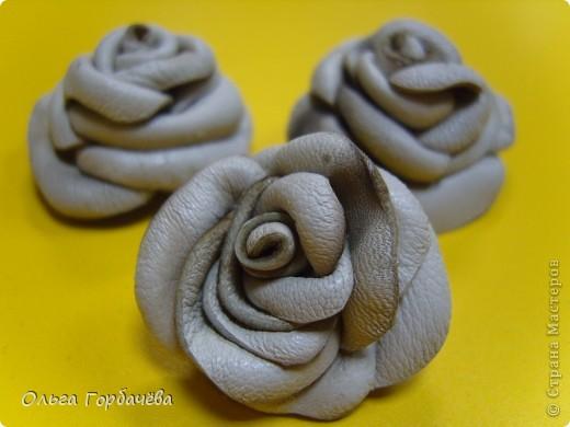 Смотрела М.К.Алонаты.Но я делала по-другому.Это пробные.Эти без лака и золота на розах.Покрашены гуашью.Экономя время домашнее,делала на работе,в отделе. фото 5