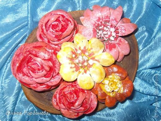 Смотрела М.К.Алонаты.Но я делала по-другому.Это пробные.Эти без лака и золота на розах.Покрашены гуашью.Экономя время домашнее,делала на работе,в отделе. фото 18
