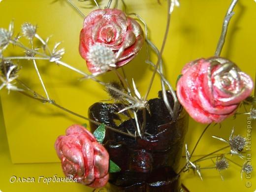 Те самые три розочки,только с позолотой.Живой взгляд не заменит никакой ракурс.Высота с розами(без веточек)примерно 30см. фото 2
