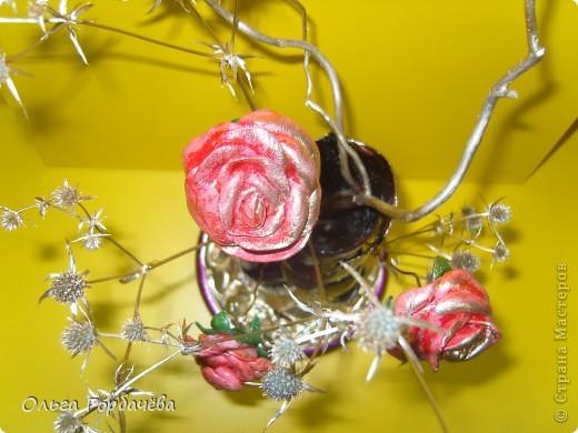 Те самые три розочки,только с позолотой.Живой взгляд не заменит никакой ракурс.Высота с розами(без веточек)примерно 30см. фото 4