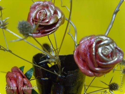 Те самые три розочки,только с позолотой.Живой взгляд не заменит никакой ракурс.Высота с розами(без веточек)примерно 30см. фото 9
