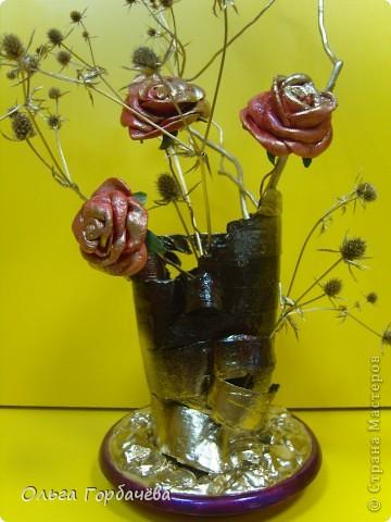 Те самые три розочки,только с позолотой.Живой взгляд не заменит никакой ракурс.Высота с розами(без веточек)примерно 30см. фото 11