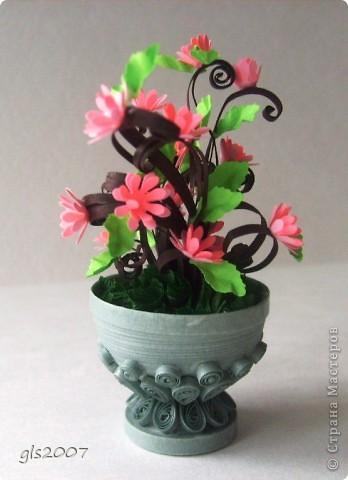С благодарностью за вчерашнии комментарии. После добрых слов хочется сделать еще чего-нибудь и еще лучше :))) Сегодня скорее европейский парк - ваза с цветами неизвестного вида. фото 1